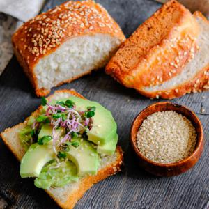 Хлеб белый с кунжутом, iХлеб (120 г)